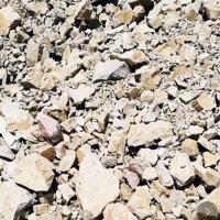 现有一万多吨原矿出售。块占百分之65以上!。(块) 铝61.15硅17.74品位3.45。铝58.25硅19.28品位3.02,