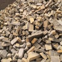 出售倒焰炉下来的铝废砖100吨 铝66.66%330元/吨