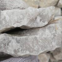 出售黄皮石英石现货5万吨  有轻微云母  140元/吨  用到的私聊,货在山西繁峙