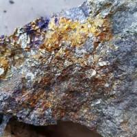 钼矿,孔雀铜矿,钼矿含錸320克。矿权探转采阶段。矿上前景好。合作或出售