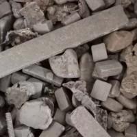 含锰十个,含铬三个左右!出水率百分九十二以上,2800元一吨。每个月70吨